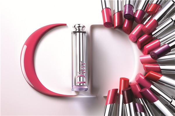独家揭秘|巴黎派对上打造超模Cara时髦粉唇妆的秘密武器原来是TA!